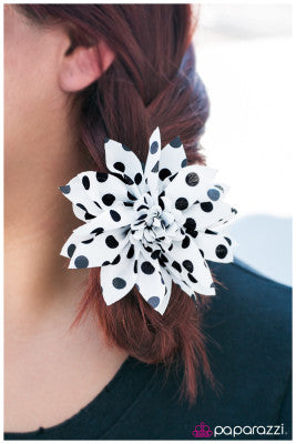 Put Me on the Spot - Paparazzi hair clip