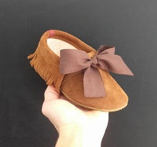 Load image into Gallery viewer, MOLEKE SHOES / NEOCLASSIC BROWN BOW