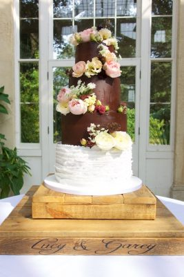 tiered-ganache-wedding-cake