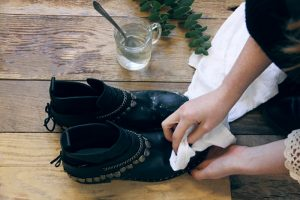 How-to-fix-salt-stains-on-leather-2