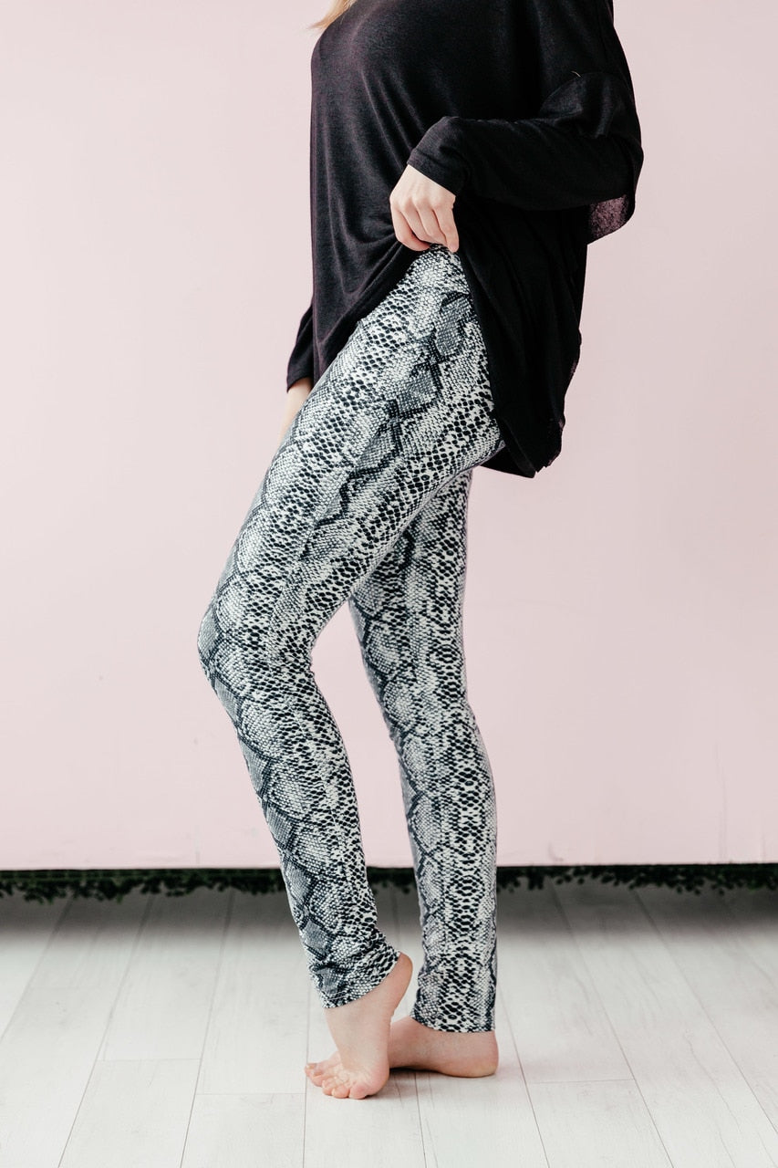 Snakeskin Leggings - Black / White