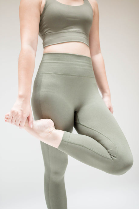 Classic 7/8 Leggings in Moss