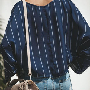 A Loose Vertical Striped Long-Sleeved Shirt