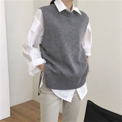 Round neck solid color knit vest sweater