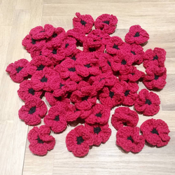 Alanna Dochtermann - Brooch - Crocheted Poppy