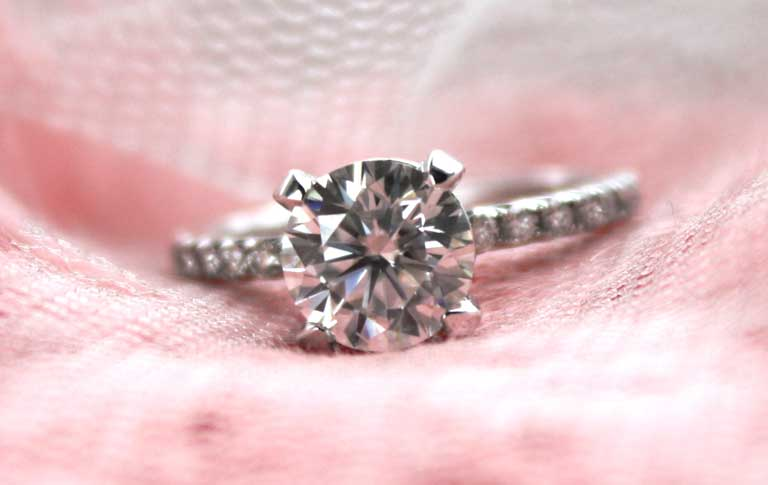 low cost lab diamond engagement ring in Canada by Quorri Reviews