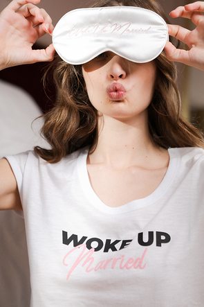 T-shirt WOKE UP MARRIED