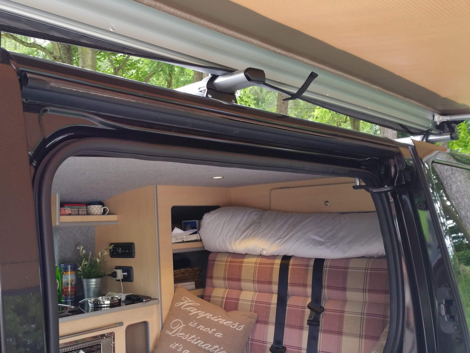 Expedition Pull out Vehicle Side Awning