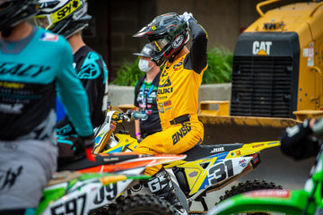 Suzuki Returns to Racing for Final Seven Supercross Rounds