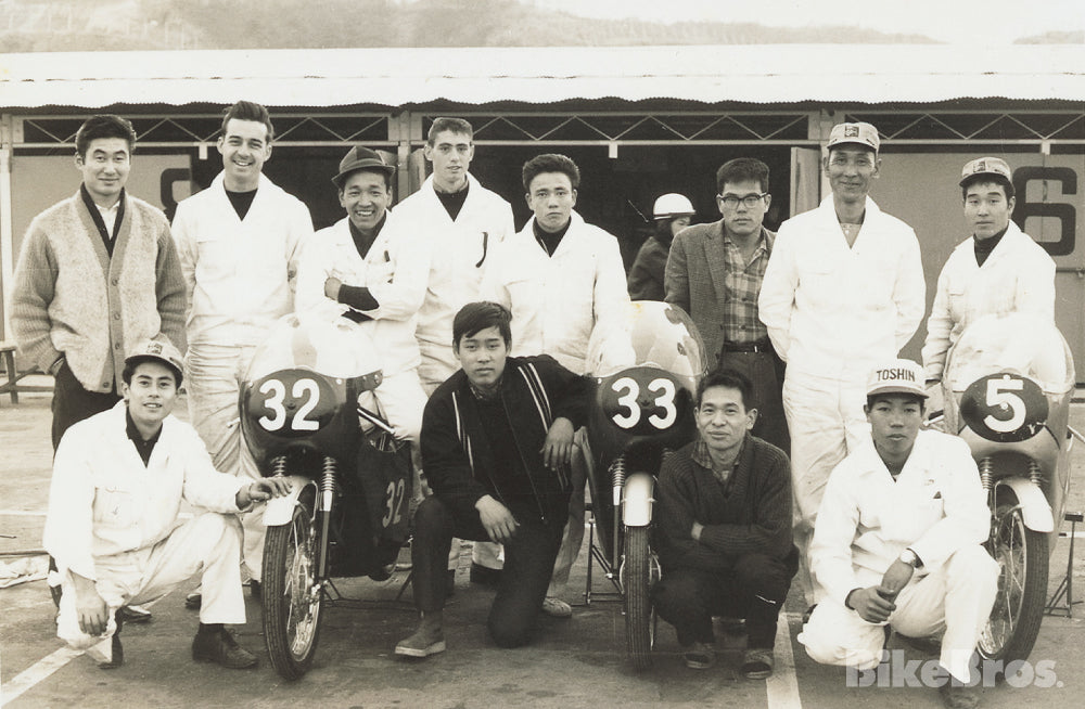 The Honda-sponsored racing school (known as Kenjiro School) at Suzuka Circuit recruited selected individuals from all over Japan. Back row from right to left: Kuniomi Nagamatsu, Pop, Morisuke Yamashita (later became a Honda factory rider/driver), Fukumi Koutake, Payne (or Paine, from Itazuke AB), Kenjiro Tanaka, Beaver (or Beever, from Itazuke AB). At the right end of the front row is Takashi Matsunaga (killed in '69 Suzuka 12 Hours car race, at a corner which was later named after him). The man between bike #32 and #33 is Masahiro Hasemi (later became a Nissan factory driver).