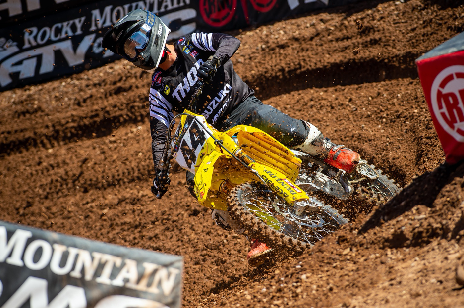Kyle Cunningham (#44) finishes strong in the 450cc premiere class.
