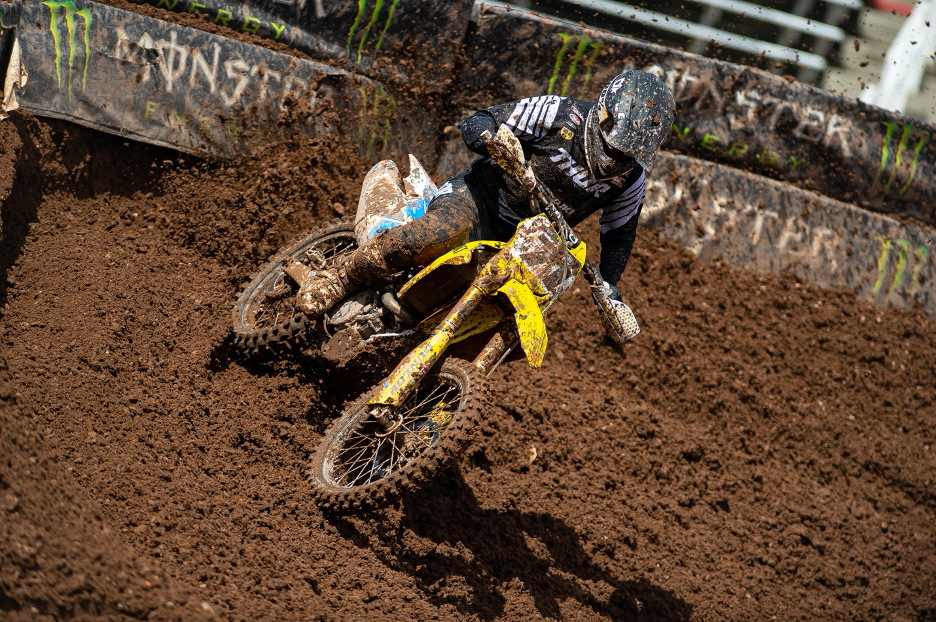 Ryan Breece (#71) fights his way into the 450 main event