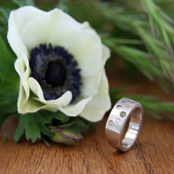 14k white gold satin finish with diamonds (0.201cttw) with flower
