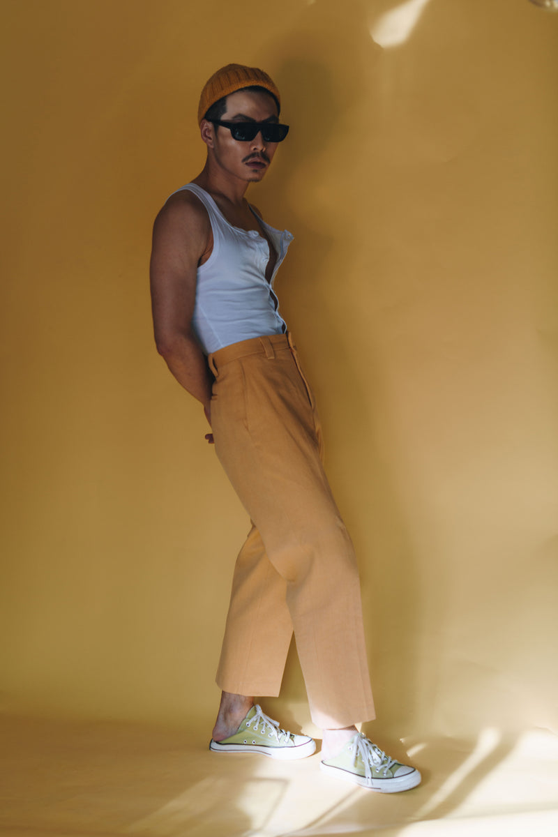 structured & pleated suit pants - in mustard - cropped