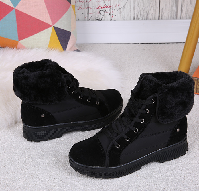 Daily Applique Flat Heel Round Toe Boots