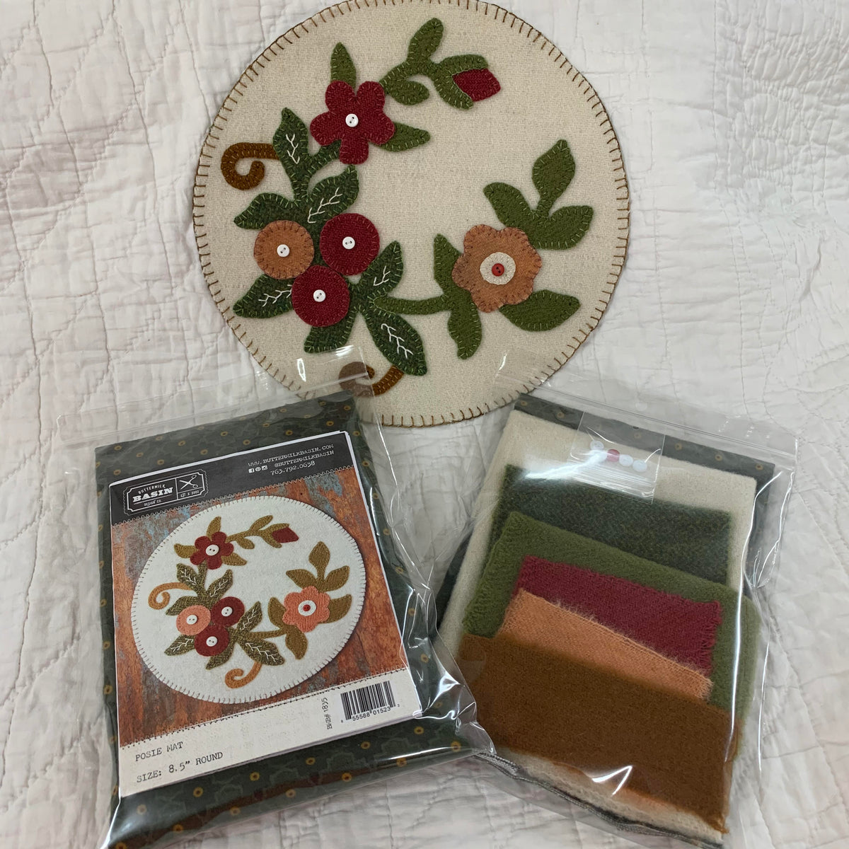 Buttermilk Basin - Happy Holidays Quilt Kit