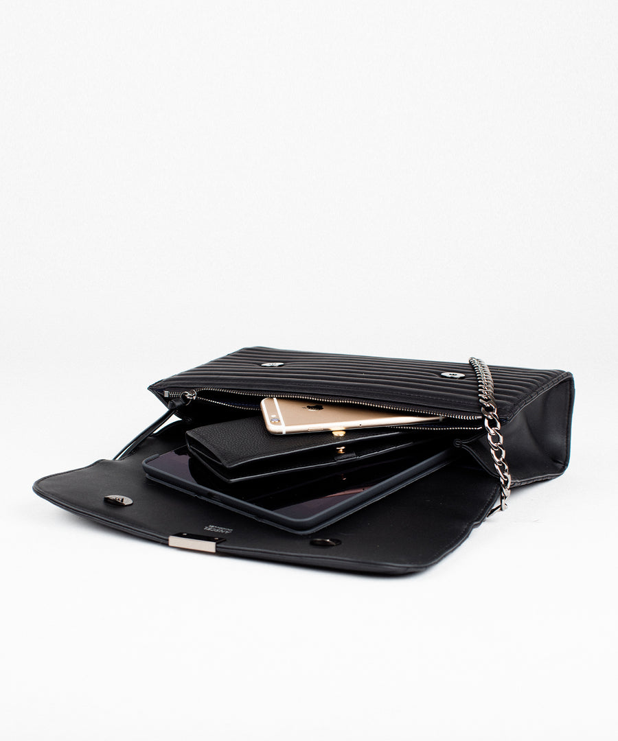 Grande Mystique: a messenger style quilted black leather purse