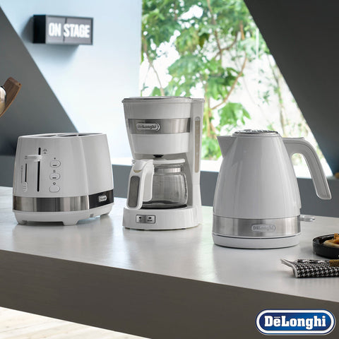 De'Longhi Active Filter Coffee Machine, Kettle & Toaster Matching White 3 Piece Set