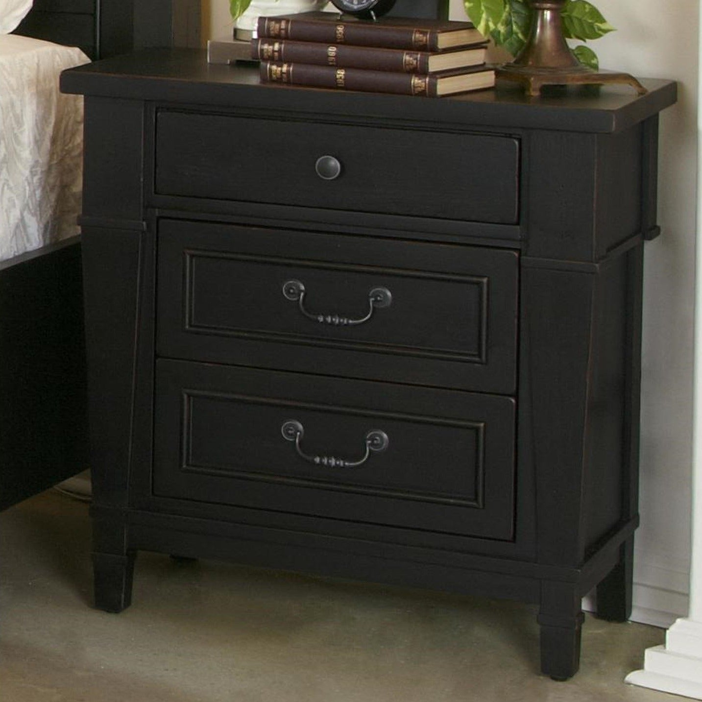 Ravenswood 3-Drawer Nightstand