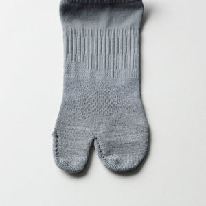 【SYN:】<br>01_13 JOGGING SOCKS <br>チャコール