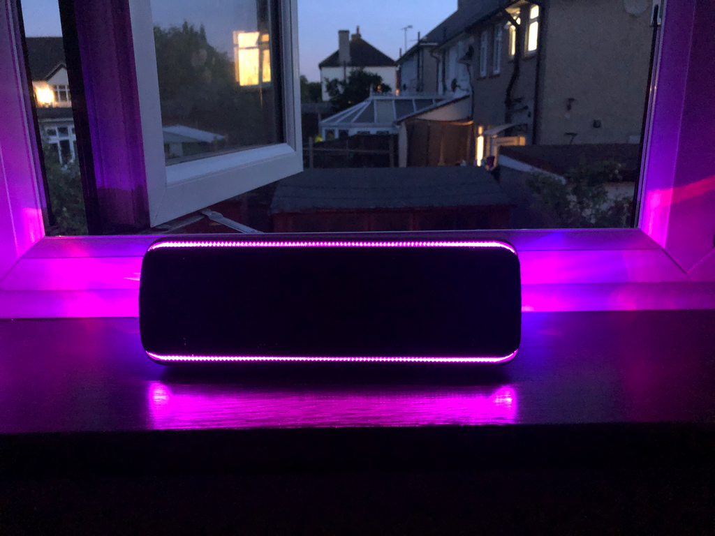 The Sony SRS-XB32 speaker in practice. Check it out!
