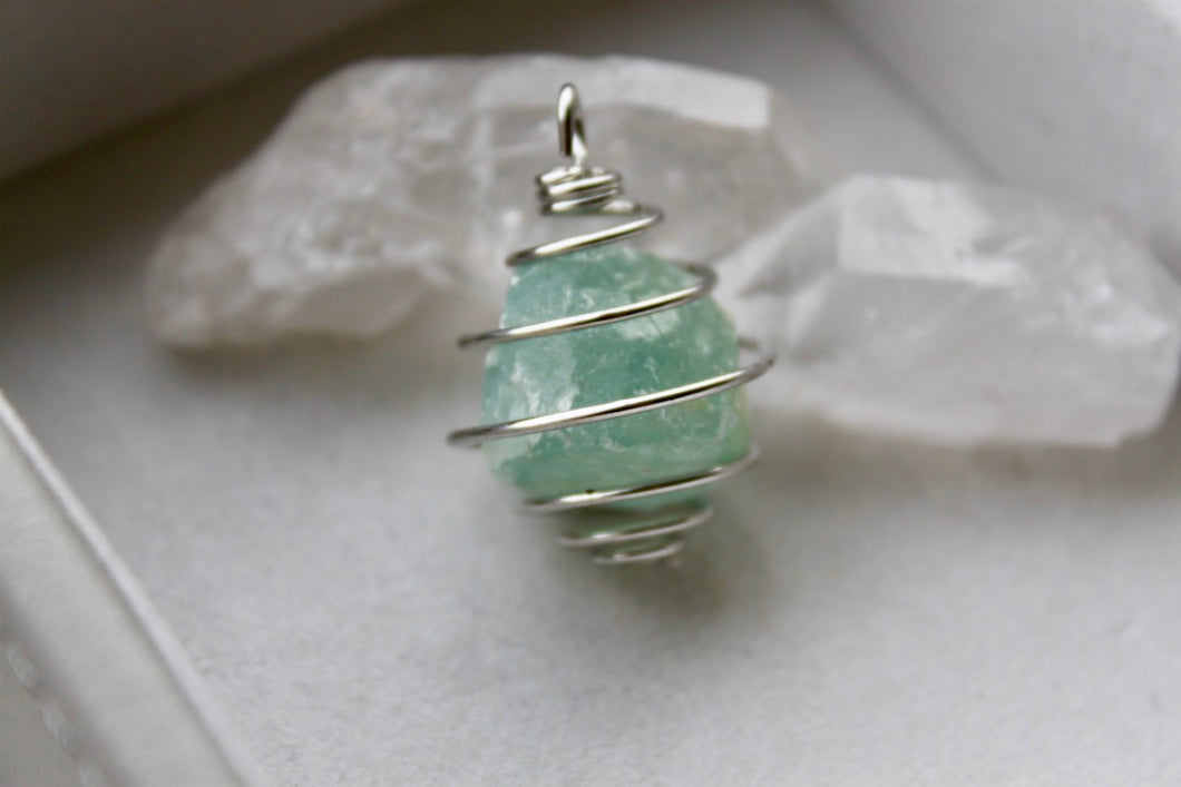 Raw Aquamarine Pendant - Gemstones&Co