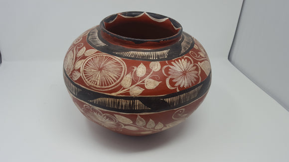 large Mexican pot with leaf and flower motifs
