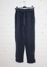 Load image into Gallery viewer, Navy Elastic-waist Pants