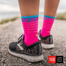 Cargar imagen en el visor de la galería, Calcetines COMPRESSPORT Pro Racing Socks Run High Ultralight V3 Fluo/Pink