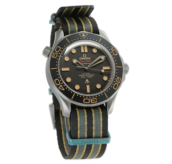 Diver 300m Titanium 42mm on NATO Strap James Bond 007 No Time To Die Edition