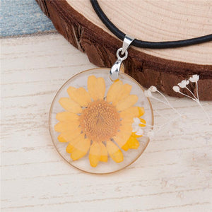 Transparent Resin Dried Flower Necklace