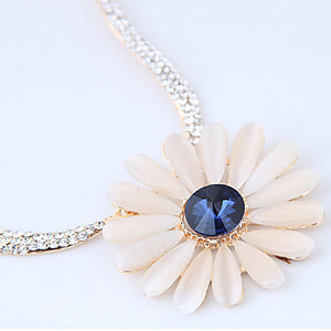 Women's Flower Shape Fashion Sweet European Pendant Necklace Rhinestone Alloy Pendant Necklace Party Costume Jewelry