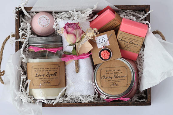 Bath and Body Gift luxury Box//Mother's Day gift// Maid of Honor gift// Birthday Gift.
