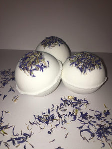 Vanilla cornflower bath bombs - 4.5 oz bath bombs