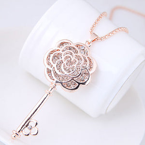 Women's Flower Shape Fashion Sweet European Pendant Necklace Rhinestone Alloy Pendant Necklace Causal Costume Jewelry