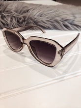 Load image into Gallery viewer, CHIC VIII Sunglasses