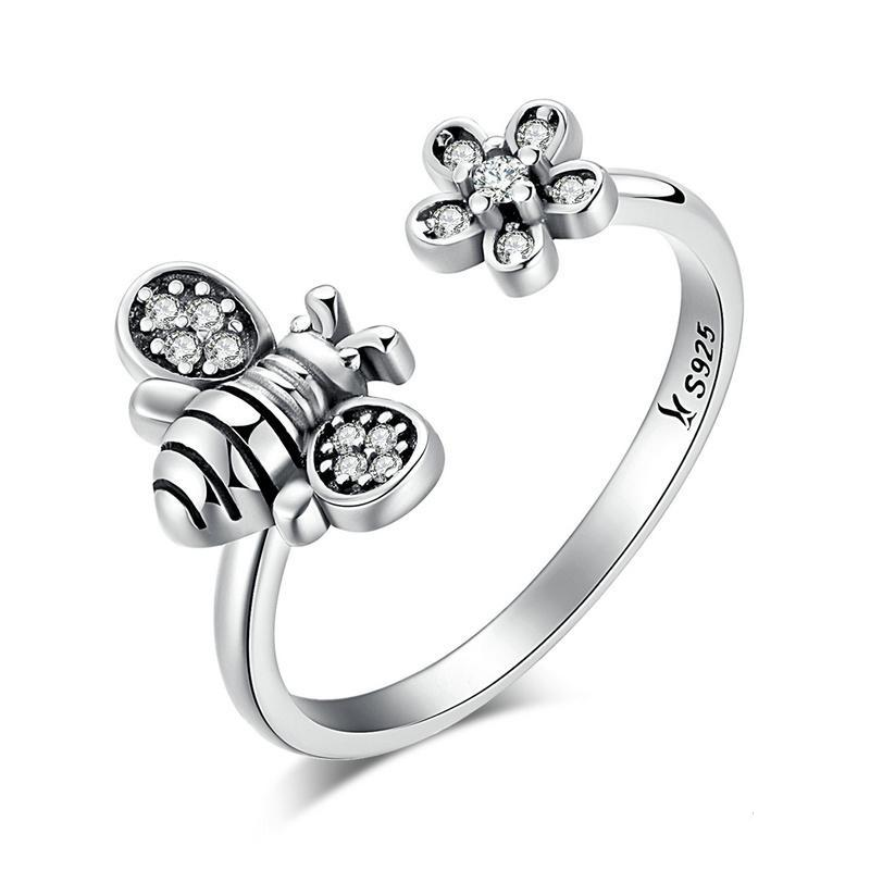 Penelope's Cute Bee & Poetic Daisy Flower Finger Ring