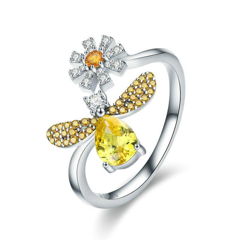 Penelope's Exotic Bee with Daisy Flower Ring