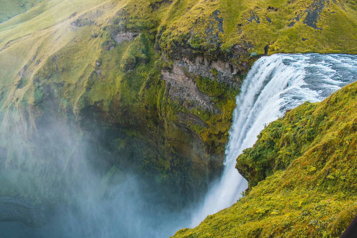 Bird's eye view photography on waterfalls rushing through cliff - W-Photographie