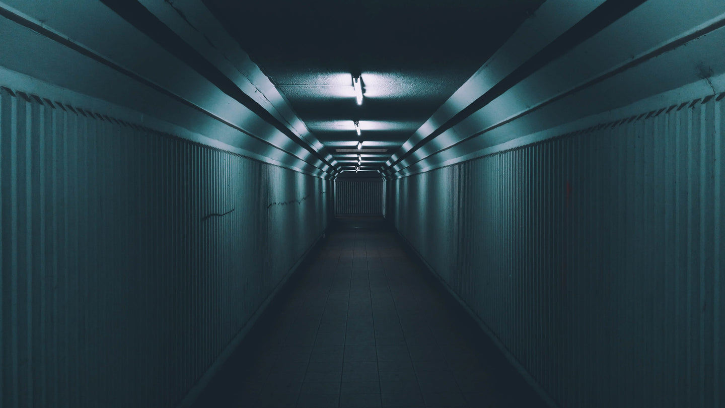 Empty hallway with lights turned on - W-Photographie