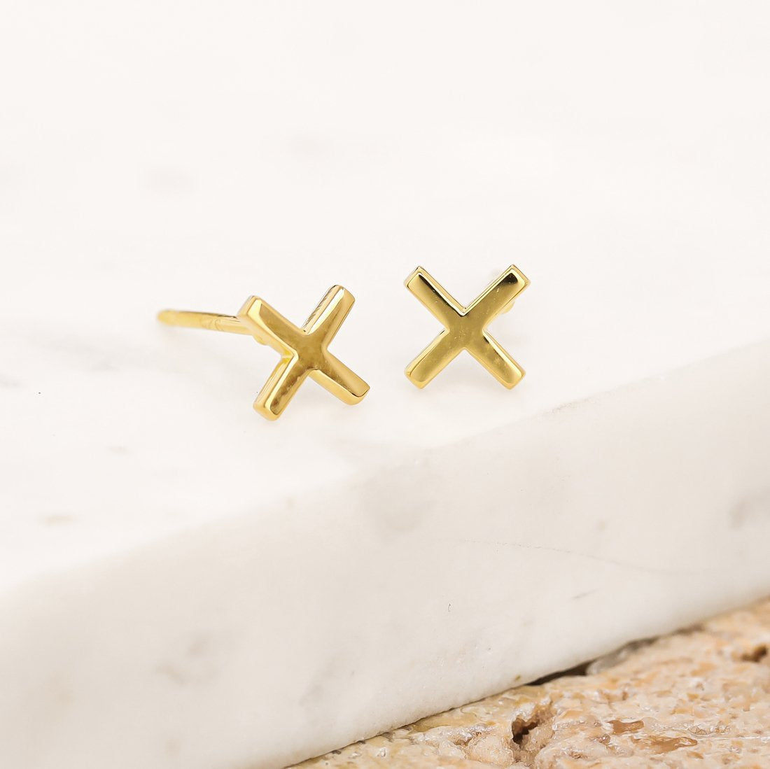 baby kiss studs
