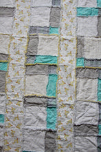 Load image into Gallery viewer, White Duck Rag Quilt