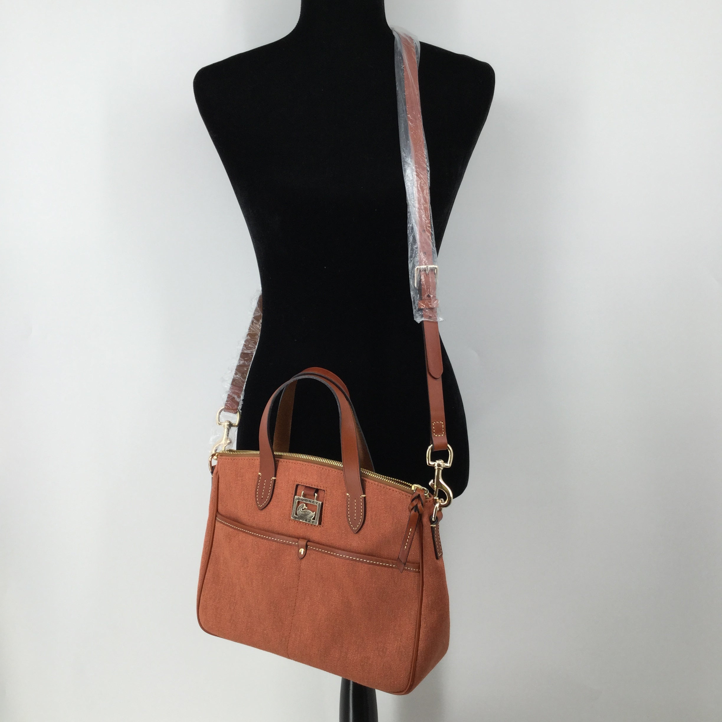 Dooney And Bourke, Camel, Size Medium - CHECK OUT THIS SUPER CHIC CAMEL COLORED DOONEY AND BOURKE. GREAT CONDITION, COMES WITH ADJUSTABLE STRAP TO MAKE IT A CROSSBODY OR YOU CAN JUST USE IT AS A HANDBAG. ALSO INCLUDES SLEEPER BAG.