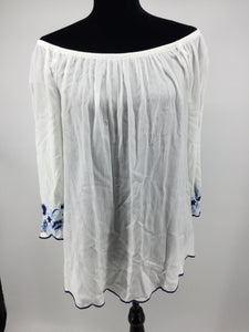 APPAREL,TOPS - JUST A SLIGHT OFF THE SHOULD DRAPE AND SOME EMBROIDERY DETAIL MAKE THIS TOP A SPRINGTIME STAPLE WITH YOUR DENIM BOTTOMS AND STRAW HAT