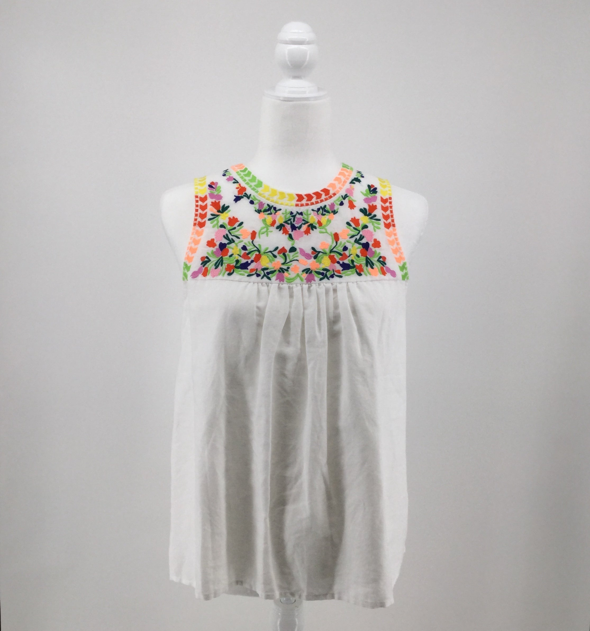 APPAREL,TOPS - J CREW SLEEVELESS TOP WITH PASTEL COLORED EMBROIDERY ON TOP. SIZE 2. LINEN, COTTON. MACHINE WASH COLD.
