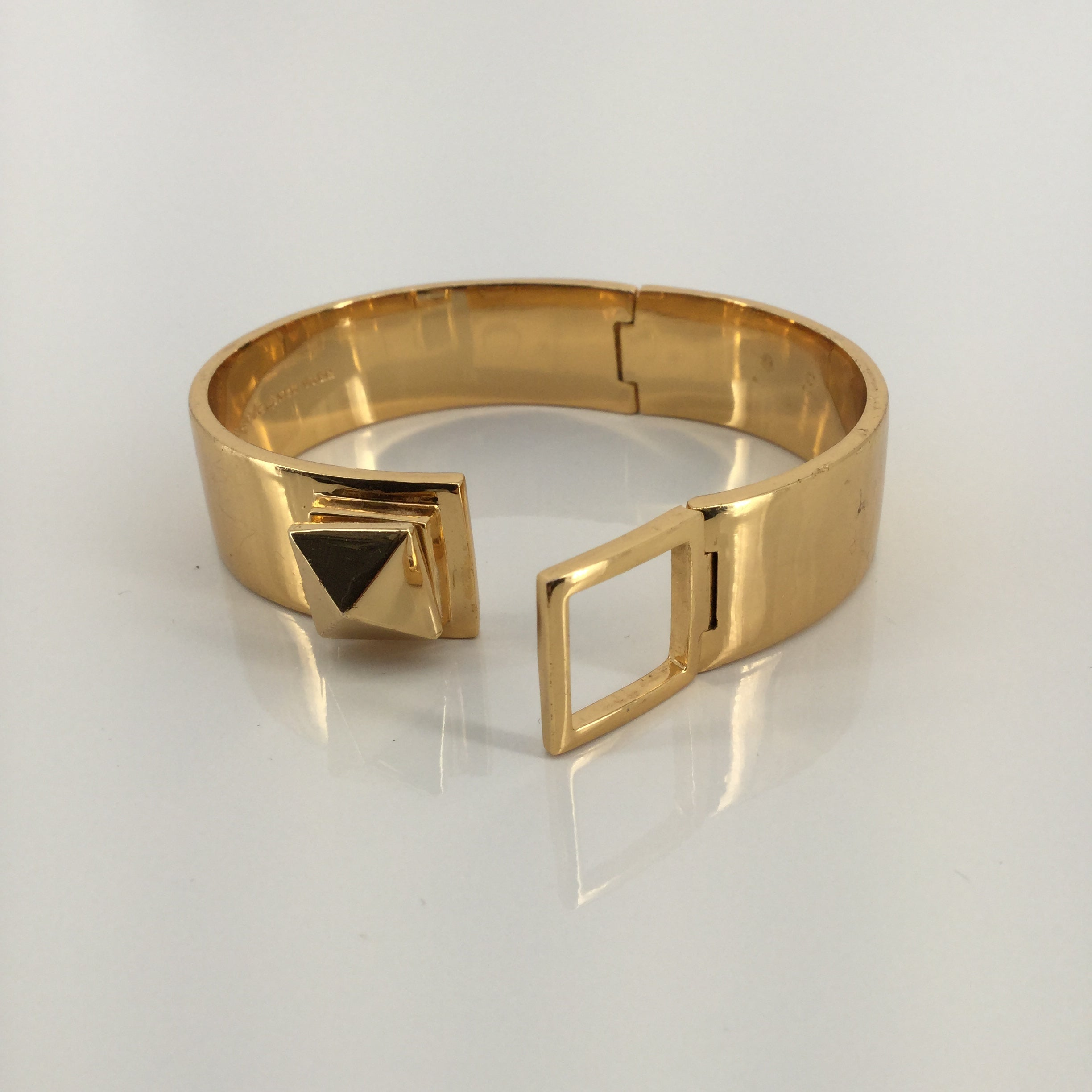 JEWELRY, - GOLD BRACELET WITH SQUARE TURN CLOSURE SLIGHT SCRATCHES ON OUTSIDE COMES WITH DUST BAG