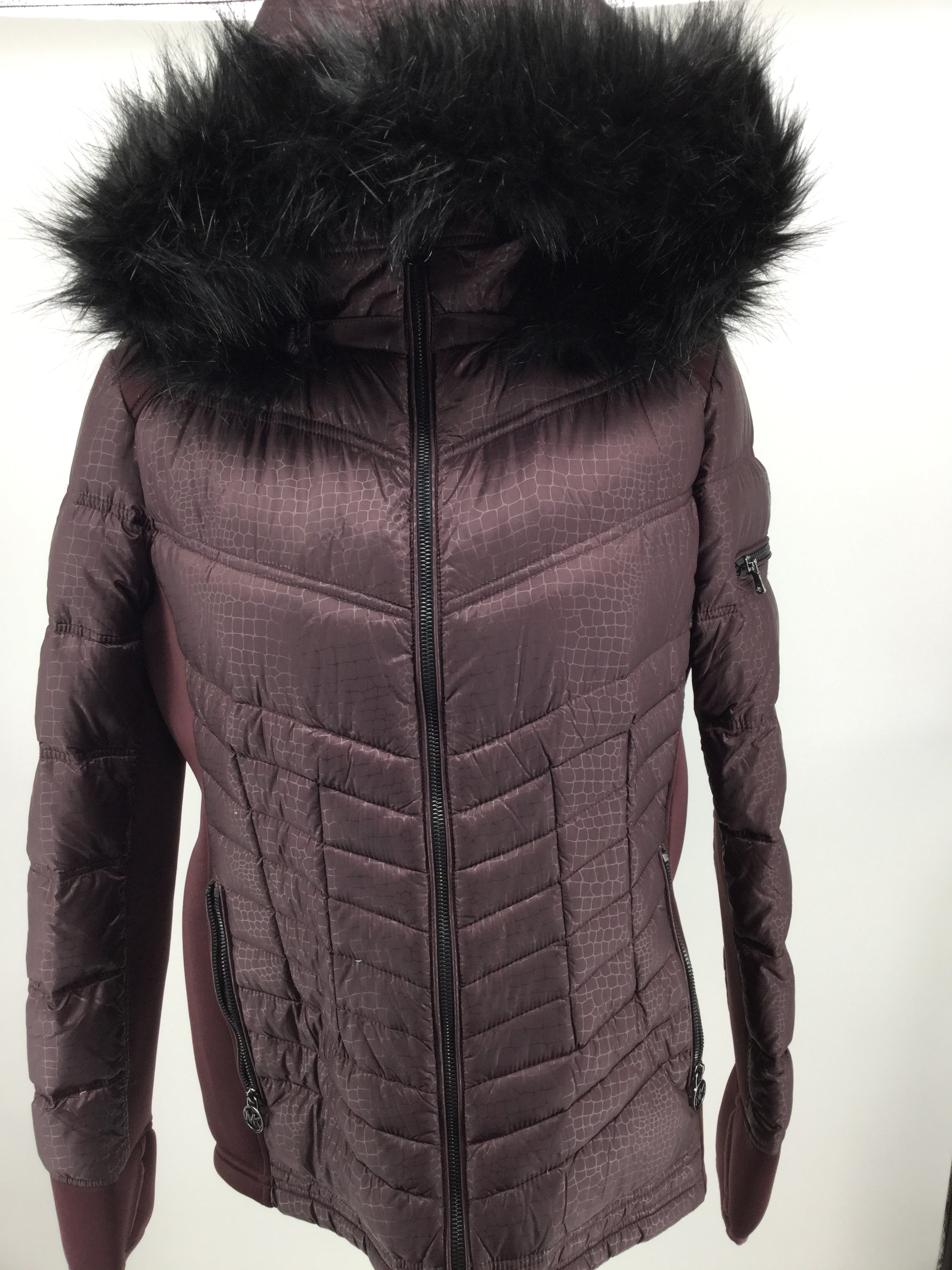 APPAREL,OUTERWEAR - TRIMMED IN FAUX FUR, MICHAEL MICHAEL KORS' DOWN PUFFER COAT COMBINES ACTIVE DESIGN WITH UPSCALE STYLE. STAND COLLAR; REMOVABLE ZIP-OFF HOOD WITH FAKE FUR TRIM ZIPPER CLOSURE AT FRONT LONG SLEEVES ZIPPER POCKETS AT HIPS; ZIPPER POCKET AT SLEEVE ALLOVER QUILTING STRETCH-KNIT TRIM AT SIDES AND UNDER SLEEVE DOWN AND FEATHERS FILL LINED LIGHTWEIGHT HITS AT HIP; APPROX. 27