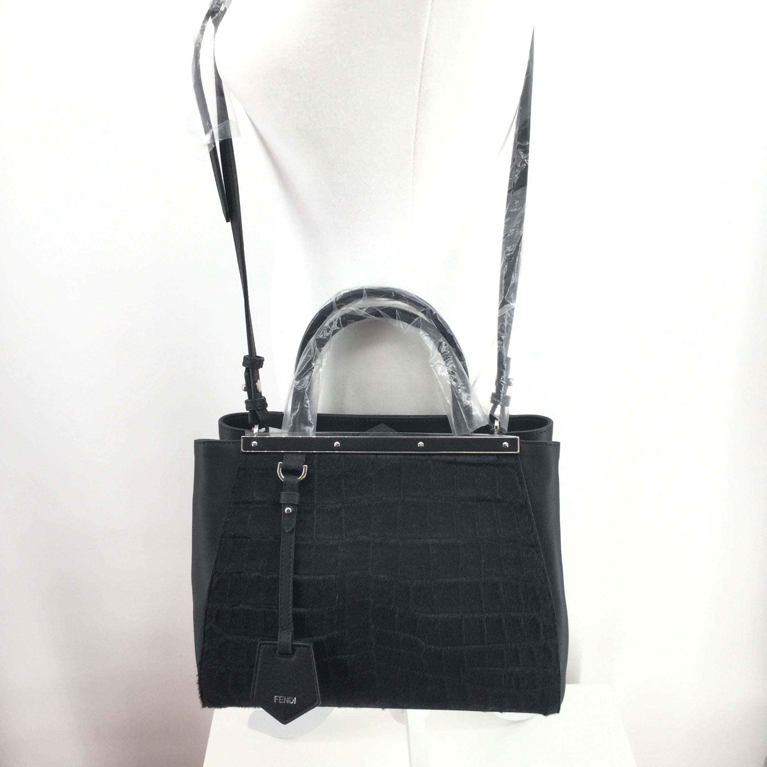 FENDI HANDBAG DESIGNER SIZE:MEDIUM - NEW WITH TAGS FENDI BLACK HANDBAG.