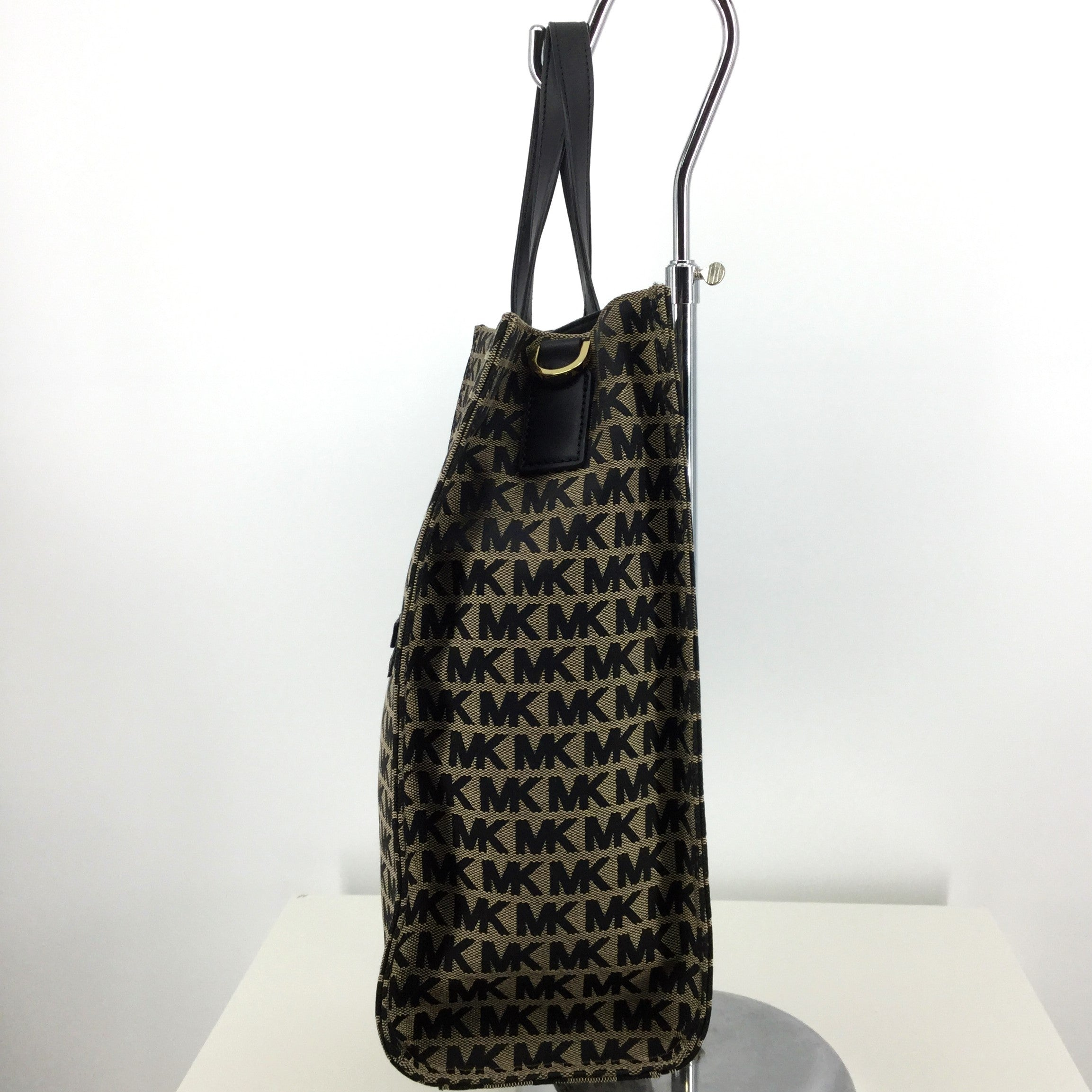 NWT Michael Kors Kenly Tote - BRAND NEW WITH TAGS BEIGE/BLACK SIGNATURE KENLY TOTE. COMES WITH BLACK LEATHER CROSSBODY STRAP. GOLD HARDWARE. BLACK LINING. ONE ZIPPER POCKET AND TWO SLIP POCKETS INSIDE. ONE ZIPPER POCKET ON FRONT.