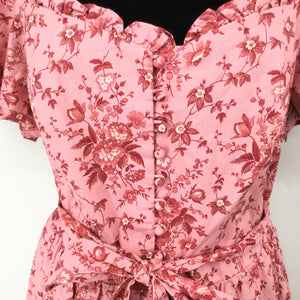Gal Meets Glam Pink Floral Dress Size:18 - GAL MEETS GLAM PINK FLORAL DRESS SIZE 18. BUTTON DETAILING DOWN THE MIDDLE. BELTED WAISTLINE AND PUFFED SLEEVES. ALSO HAS A PINK LINING UNDER THE DRESS.